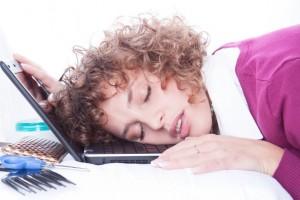 Выраженная приступообразная дневная сонливость - один из признаков нарколепсии
