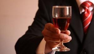 Употребление алкоголя одна из причин храпа