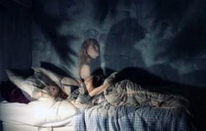 Сонный паралич часто сопровождается симптомами удушья