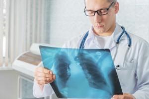 При ночной одышке, вызванной бронхиальной астмой, необходимо пройти обследование у пульмонолога