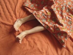 В некоторых случаях боли в руках связаны с таким нарушением сна как синдром беспокойных ног