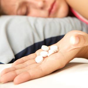 Снотворные препараты в дозировках, превышающих терапевтические, могут становиться угрозой для жизни.