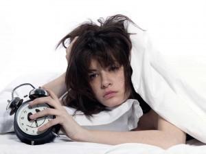 Слабость, разбитость и сонливость по утрам могут быть признаками апноэ сна