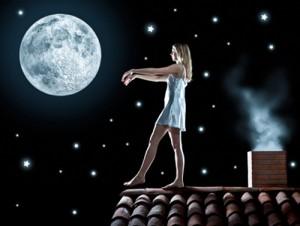 При снохождении (сомнамбулизме) люди внезапно садятся в постели, ходят или совершают автоматические полуцеленаправленные сложные движения.
