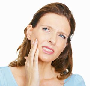 Считается, что в основе бруксизма лежит повышенная судорожная готовность мышц лица.