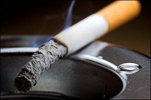 Курение и злоупотребление алкоголем повышают шансы возникнования артериальной гипертонии..
