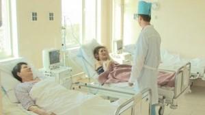 При поступлении пациента в первые 6 часов после инфаркта, ему могут быть введены лекарства растворяющие тромб.