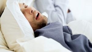 Есть прямая корреляция между возникновение артериальной гипертензии и синдромом ночного апноэ.