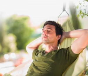Гипнотерапия может вылечить такие состояния нарушения сна как бессонница и джетлаг.