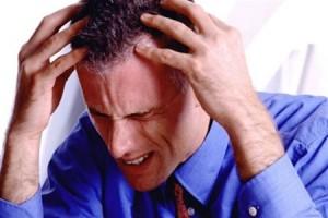 Нарушения сознания, сильная головная боль, головокружение и тошнота могут свидетельствовать о появлении инсульта.