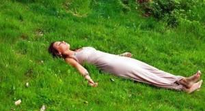 Вернуть человеку хорошее самочувствие и сон при раздражительности может только психотерапевт.