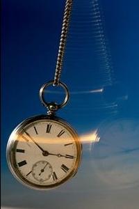 Гипнозом является измененное состояние сочетающее в себе признаки сна и бодрствования одновременно.