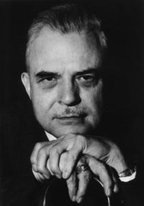 Милтон Эриксон - создатель метода недирективного гипноза.