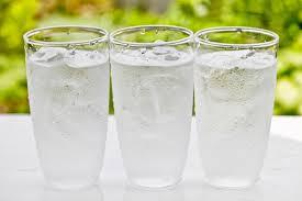 Один из ярких симптомов диабета является сильная жажда, которую нельзя укротить несколькими литрами воды.