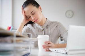 Появление признаков гипотиреоза говорит о значительном снижении содержания гормонов щитовидной железы в крови, а значит, о серьезном течении этого нарушения.