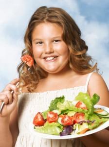Не стоит ждать самостоятельного решения проблемы лишнего веса у ребенка.
