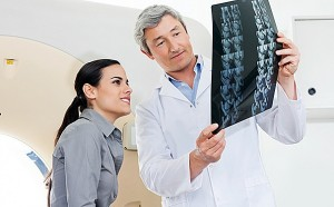 Приобретенный гипотиреоз у детей чаще всего возникает при поражении железы собственными антителами (аутоиммунный тиреоидит), при ее опухоли или травме.