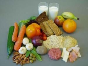 Правильное питание исключает из рациона сахар, конфеты и торты.