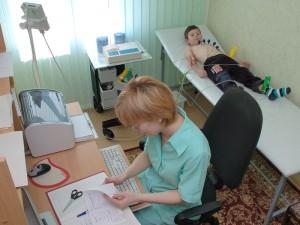 Диагностика детской аритмии проходит с использованием ЭКГ, холтеровского мониторирования, УЗИ сердца.