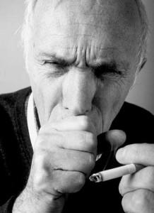 Для ХОБЛ характерны три постоянно присутствующих симптома: это кашель, выделение мокроты, одышка.