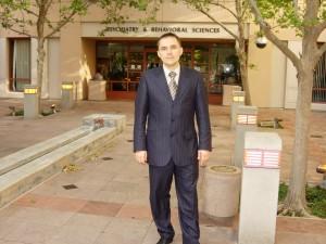 У входа в Стенфордский центр сомнологии и медицины сна (США)