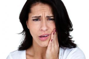 Скрип зубами во сне, или бруксизм, может привести к проблемам с зубами