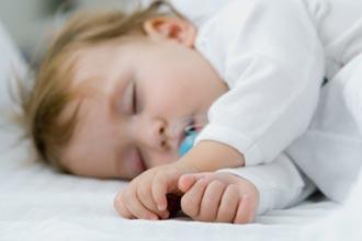 Как правильно укладывать ребенка спать?
