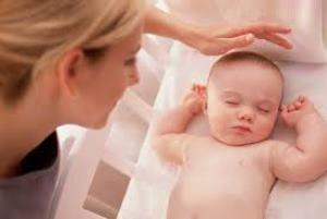 Самостоятельно засыпать ребенку помогут ритуалы