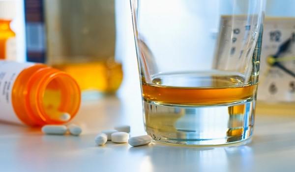 Совместимость Мелаксена с алкоголем, эффект и последствия